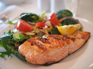 Paleo Diet-friendly salmon dish that has plenty of omega-3 fatty acids