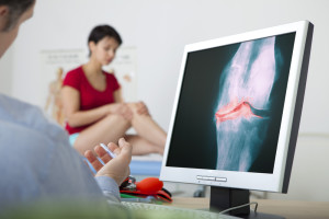 Woman with osteoarthritis visits her rheumatologist