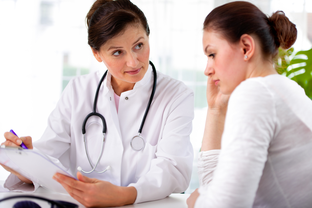 Doctor discusses HPV test results with young woman