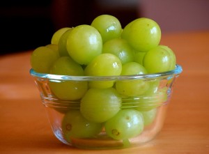 Bowl of grapes with significant health benefits